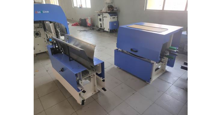This is the book delivery unit, which will feed the bound book into a conveyor. The bound books are brought down in a downhill conveyor, before they are laid flat on to the conveyor. A series of conveyors can be connected to an inline trimmer